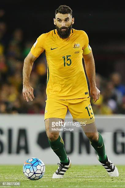 Mile Jedinak of the Socceroos looks upfield during the 2018 FIFA World Cup Qualifier match between the Australian Socceroos and Japan at Etihad...