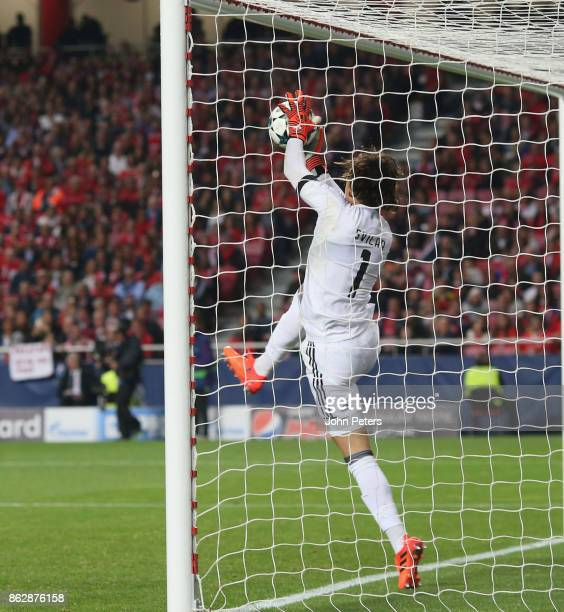 Mile Svilar of Benfica carries the ball into the net to allow Marcus Rashford of Manchester United to score their first goal during the UEFA...
