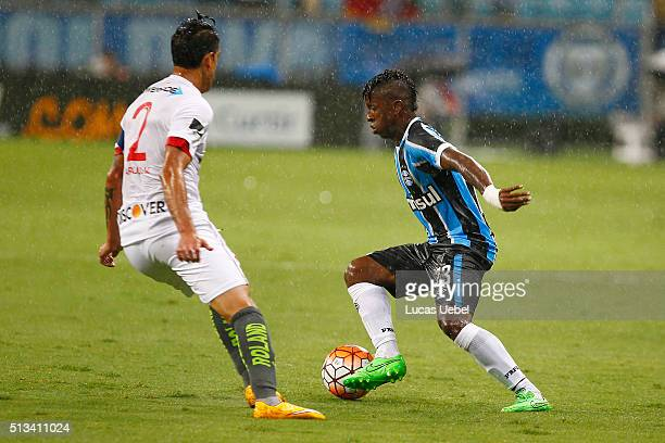 Miler Bolanos of Gremio battles for the ball against Norberto Araujo of Liga de Quito during the match Gremio v Liga de Quito as part of Copa...
