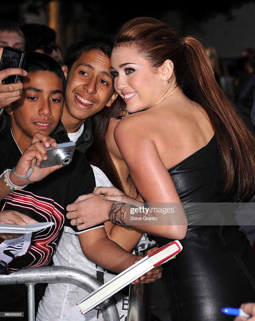 Miley Cyrus attends the 'The Last Song' Los Angeles Premiere at ArcLight Hollywood on March 25, 2010 in Hollywood, California.