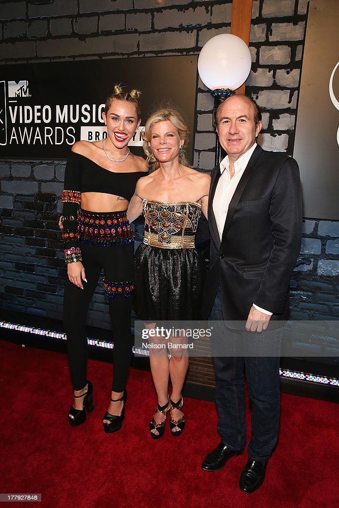 <a gi-track='captionPersonalityLinkClicked' href=/galleries/search?phrase=Miley+Cyrus&family=editorial&specificpeople=3973523 ng-click='$event.stopPropagation()'>Miley Cyrus</a>, Deborah Dauman and Viacom President and CEO <a gi-track='captionPersonalityLinkClicked' href=/galleries/search?phrase=Philippe+Dauman&family=editorial&specificpeople=1381252 ng-click='$event.stopPropagation()'>Philippe Dauman</a> attend the 2013 MTV Video Music Awards at the Barclays Center on August 25, 2013 in the Brooklyn borough of New York City.