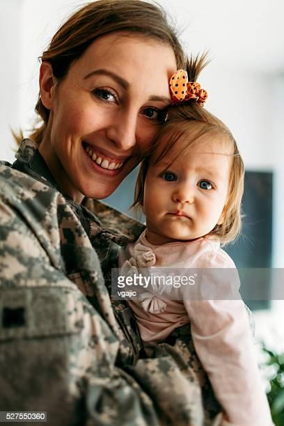Tienda militar es de regreso a casa.