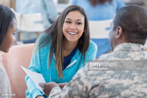 学生と軍のリクルーター協議