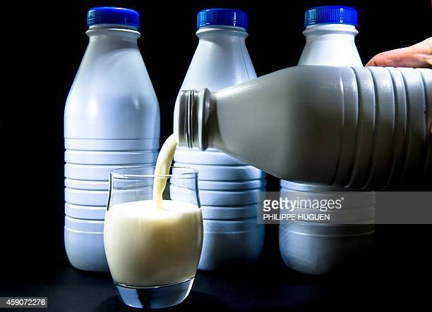 Milk is poured from a plastic bottle in a glass on November 16 2014 in Lille AFP PHOTO / PHILIPPE HUGUEN