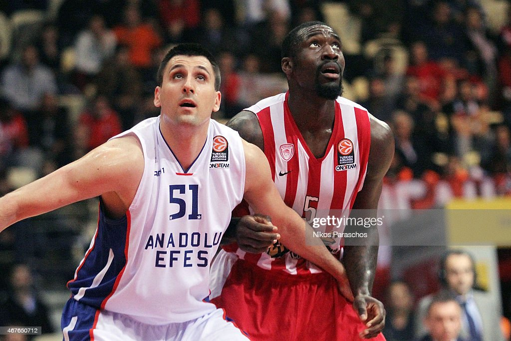 <a gi-track='captionPersonalityLinkClicked' href=/galleries/search?phrase=Milko+Bjelica&family=editorial&specificpeople=5617486 ng-click='$event.stopPropagation()'>Milko Bjelica</a>, #51 of Anadolu Efes Istanbul competes with <a gi-track='captionPersonalityLinkClicked' href=/galleries/search?phrase=Othello+Hunter&family=editorial&specificpeople=4100810 ng-click='$event.stopPropagation()'>Othello Hunter</a>, #5 of Olympiacos Piraeus during the Turkish Airlines Euroleague Basketball Top 16 Date 12 game between Olympiacos Piraeus v Anadolu Efes Istanbul at Peace and Friendship Stadium on March 26, 2015 in Athens, Greece.