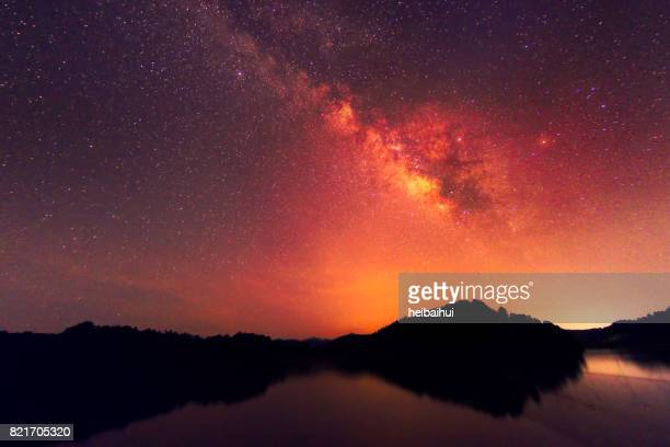 Milkyway mit Spiegelbild im Nachthimmel, Süd-China