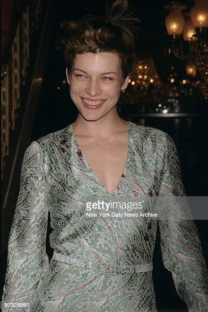 Milla Jovovich arrives at the Ziegfeld Theater for the premiere of 'Stepmom'