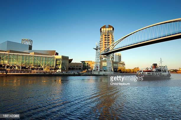 Ponte Milénio elevado, Cais de Salford, Manchester
