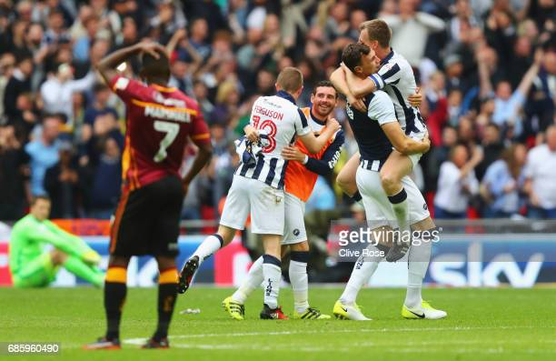 Millwall players celebrate victory and promotion after the Sky Bet League One Playoff Final between Bradford City and Millwall at Wembley Stadium on...