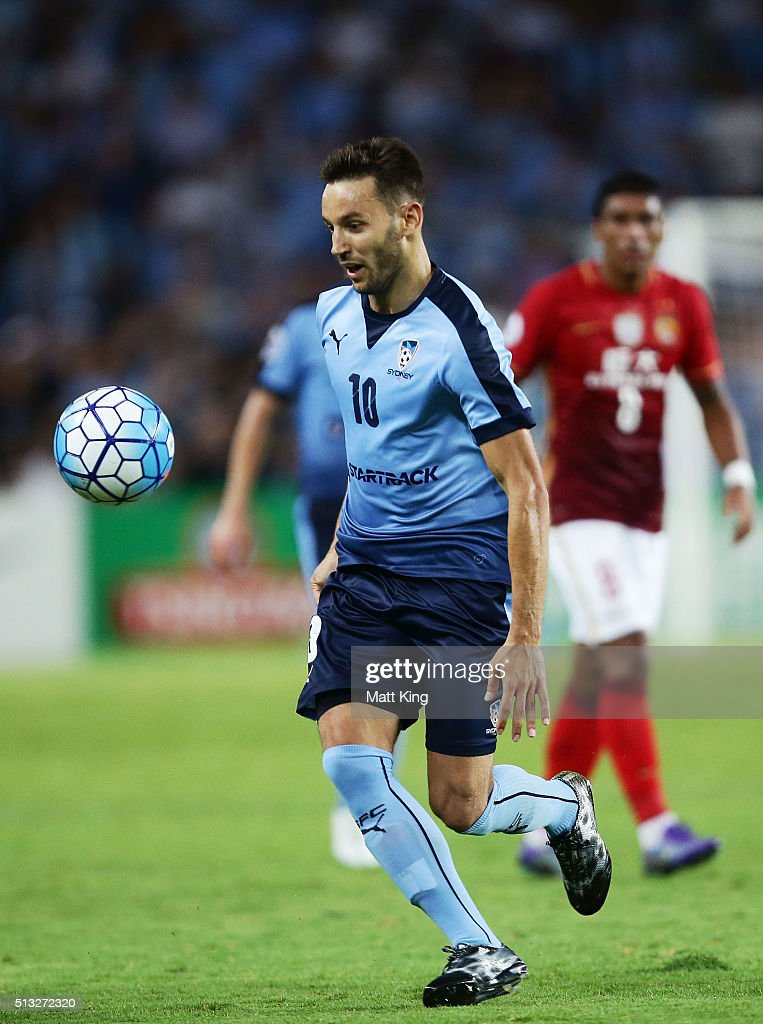 <a gi-track='captionPersonalityLinkClicked' href=/galleries/search?phrase=Milos+Ninkovic&family=editorial&specificpeople=4695877 ng-click='$event.stopPropagation()'>Milos Ninkovic</a> of Sydney FC controls the ball during the AFC Champions League match between Sydney FC and Guangzhou Evergrande FC at Allianz Stadium on March 2, 2016 in Sydney, Australia.