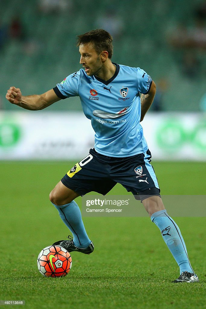 <a gi-track='captionPersonalityLinkClicked' href=/galleries/search?phrase=Milos+Ninkovic&family=editorial&specificpeople=4695877 ng-click='$event.stopPropagation()'>Milos Ninkovic</a> of Sydney FC controls the ball during the round one A-League match between Sydney FC and Melbourne City FC at Allianz Stadium on October 10, 2015 in Sydney, Australia.