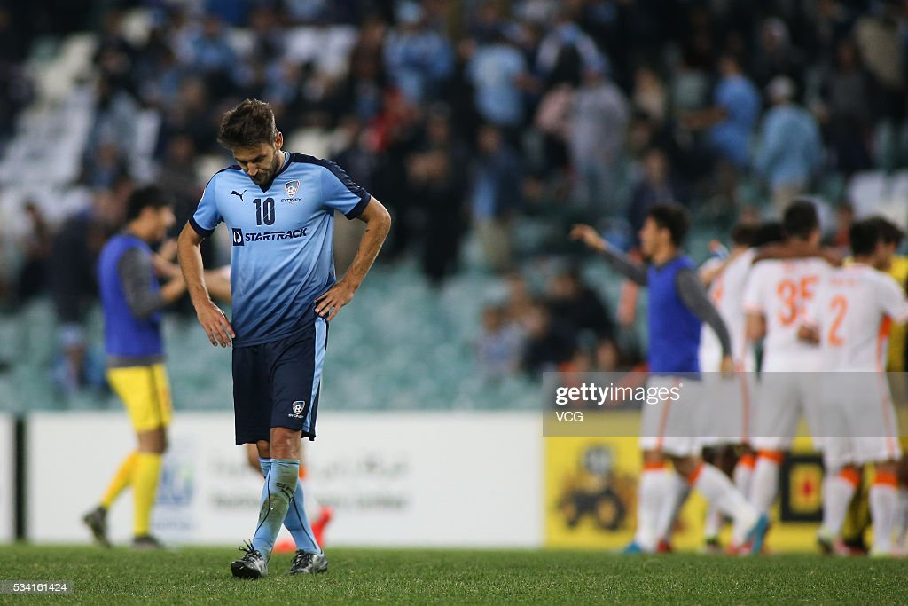 <a gi-track='captionPersonalityLinkClicked' href=/galleries/search?phrase=Milos+Ninkovic&family=editorial&specificpeople=4695877 ng-click='$event.stopPropagation()'>Milos Ninkovic</a> #10 of Sydney FC looks dejected at the conclusion of the AFC Champions League match between Sydney and Shandong Luneng at Allianz Stadium on May 24, 2016 in Sydney, Australia.