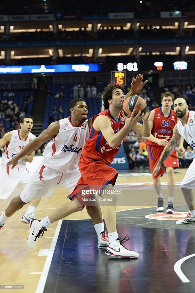 <a gi-track='captionPersonalityLinkClicked' href=/galleries/search?phrase=Milos+Teodosic&family=editorial&specificpeople=4453210 ng-click='$event.stopPropagation()'>Milos Teodosic</a>, #4 of CSKA Moscow competes with Kyle Hines,#4 of Olympiacos Piraeus during the Semifinal A game between CSKA Moscow v Olympiacos Piraeus at O2 Arena on May 10, 2013 in London, United Kingdom.