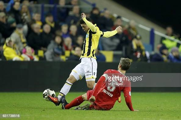 Milot Rashica of Vitesse Stefan Thesker of FC Twenteduring the Dutch Eredivisie match between Vitesse Arnhem and FC Twente at Gelredome on January 15...