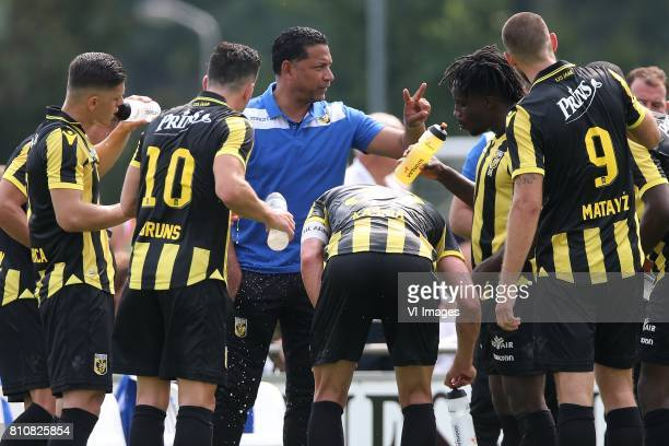 Milot Rashica of Vitesse Thomas Bruns of Vitesse coach Henk Fraser of Vitesse Guram Kashia of Vitesse Fankaty Dabo of Vitesse Tim Matavz of Vitesse...