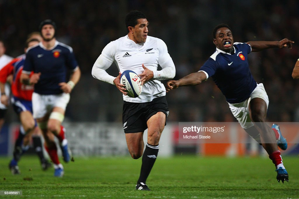 Mils Muliaina of New Zealand powers his way past Fulgence Ouedraogo during the international match between France and New Zealand at the Stade...
