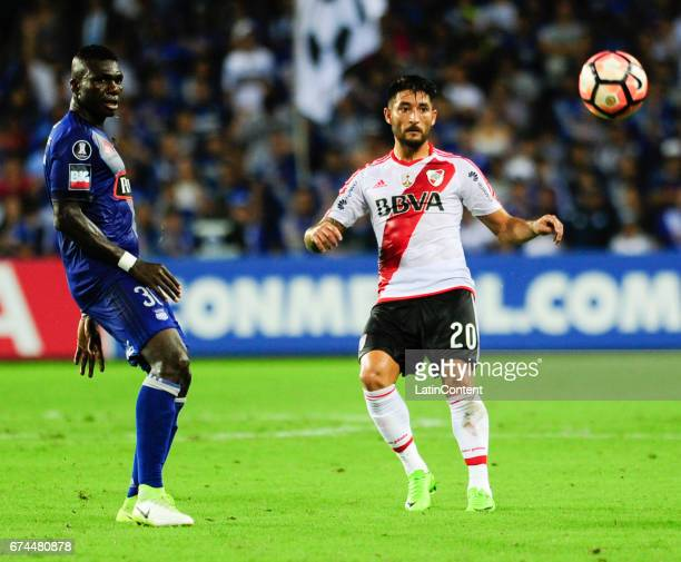 Milton Casco of River Plate and Osbaldo Lastra of Emelec look at the ball during a group stage match between Emelec and River Plate as part of Copa...