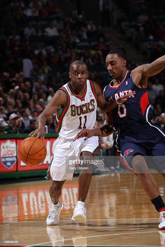 Milwaukee Bucks point guard <a gi-track='captionPersonalityLinkClicked' href=/galleries/search?phrase=Earl+Boykins&family=editorial&specificpeople=201825 ng-click='$event.stopPropagation()'>Earl Boykins</a> #11 drives to the basket during the game against the Atlanta Hawks on January 26, 2011 at the Bradley Center in Milwaukee, Wisconsin. The Bucks won 98-90.