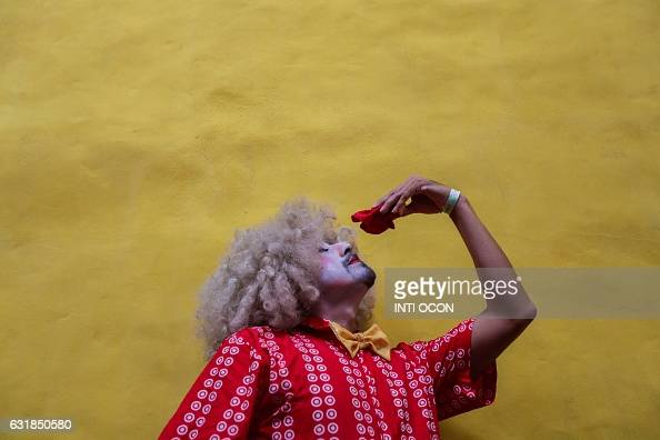 TOPSHOT A mime takes part in the 'Berrinche Cultural' festival in Granada some 45km from Managua on January 16 2017 / AFP / INTI OCON