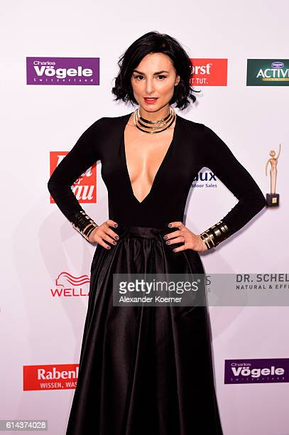 Mimi Fiedler attends the red carpet at the 'Goldene Bild der Frau' award at Stage Theater on October 13 2016 in Hamburg Germany