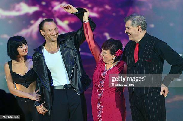 Mimi Fiedler Bernhard Bettermann Anja Rauh and Bruno Rauh react during the fith show of the television competition 'Stepping Out' on October 9 2015...