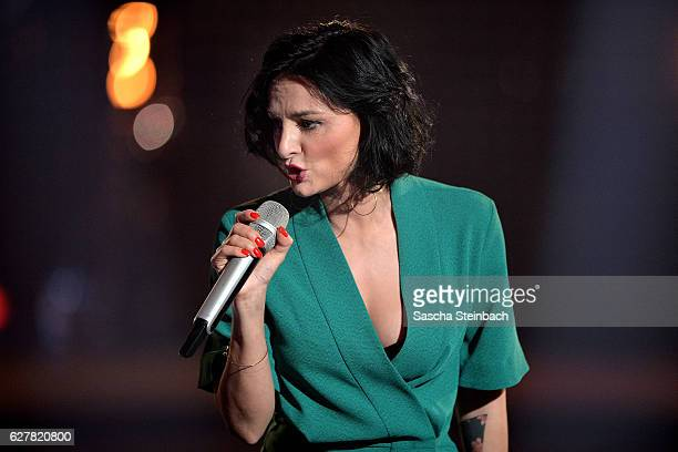 Mimi Fiedler performs during the RTL TV Show 'It Takes 2' on November 8 2016 in Cologne Germany The show will be aired on January 15 2017 on RTL