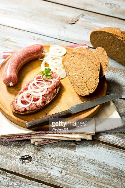 Minced pork with onions and ham on bread