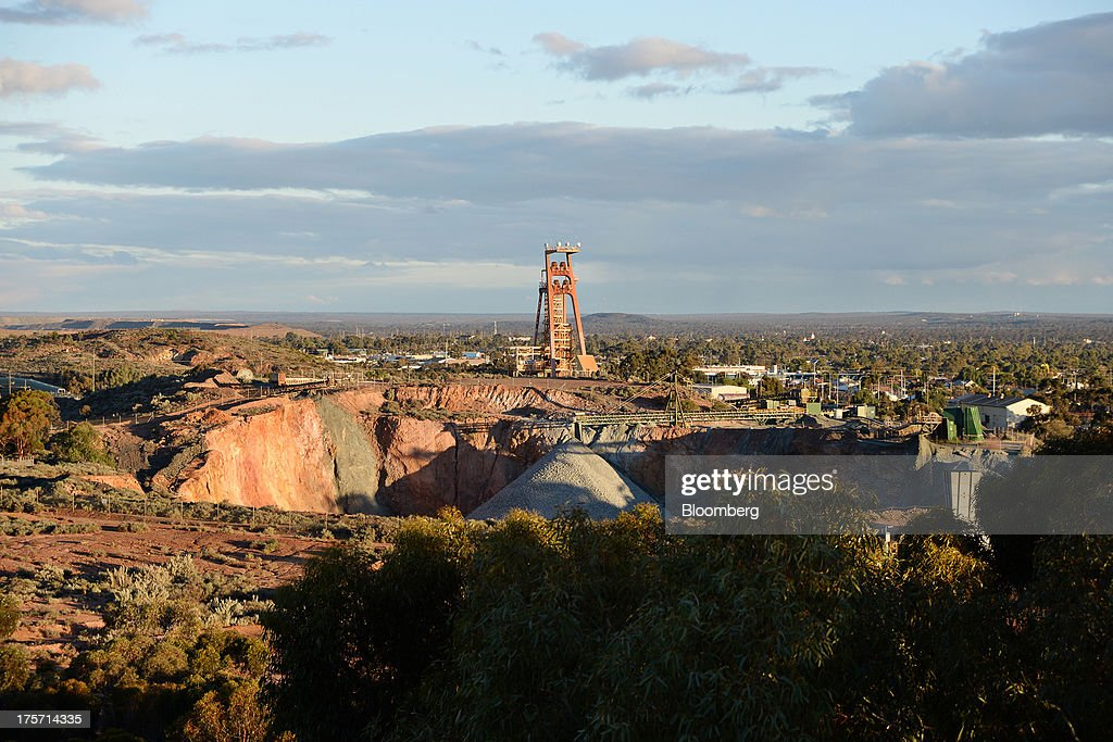 A mine headframe, center, stands beside a mine pit in Kalgoorlie, Australia, on Tuesday, Aug. 6, 2013. Kalgoorlie, a town in the Goldfields-Esperance region of Western Australia, is home to the annual Diggers & Dealers mining forum. Photographer: Carla Gottgens/Bloomberg via Getty Images