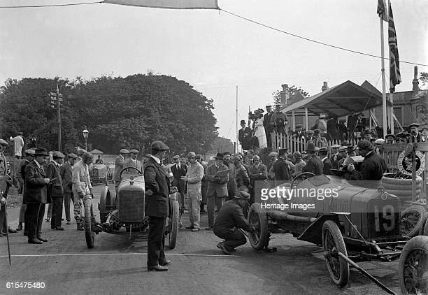 Minerva and StrakerSquire cars at the RAC Isle of Man TT race 10 June 1914 Right Minerva 3308 cc No 19 Driver Riecken C Finished 2nd Mechanic working...