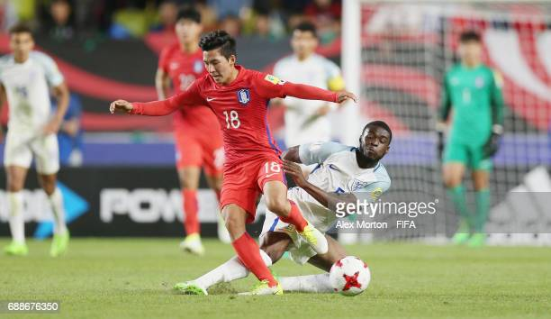 Minhyeok Lim of Korea and Fikayo Tomori of England during the FIFA U20 World Cup Korea Republic 2017 group A match between England and Korea Republic...