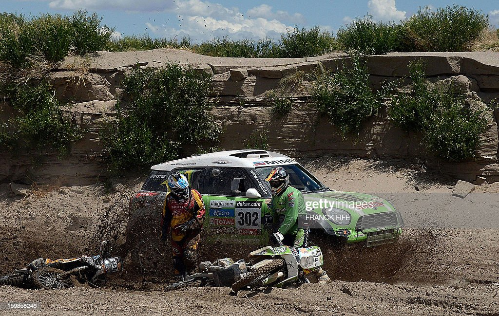 Mini driver Stephane Perterhansel of France passes by Argentina´s Martin Amengual (L) and Spain´s Paco Martinez (R) during Stage 8 of the Dakar Rally 2013 between Salta and Tucuman, Argentina, on January 12, 2013. The rally takes place in Peru, Argentina and Chile from January 5-20.