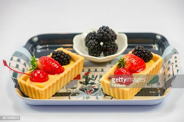 Mini tartlet fruit and blackberries