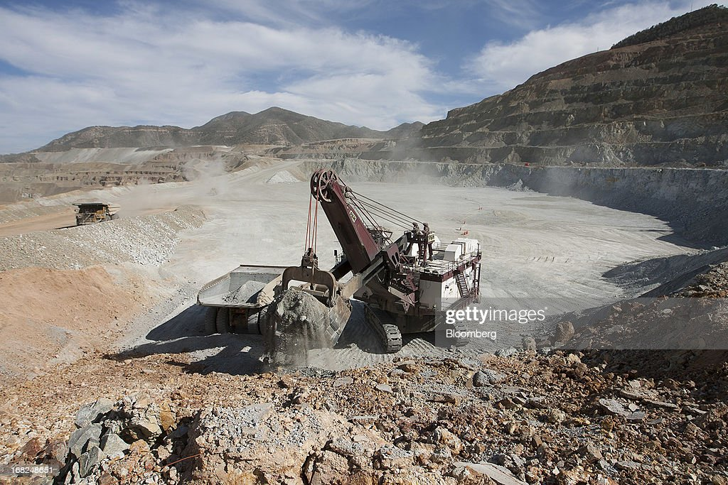 A mining shovel machine loads copper material during operations at Grupo Mexico SAB's La Caridad open pit copper mine in Sonora, Mexico, on Monday, May 6, 2013. Grupo Mexico SAB, Mexico's biggest mining company by market value, estimates it will produce 840,000 tons of copper in 2013. Photographer: Susana Gonzalez/Bloomberg via Getty Images