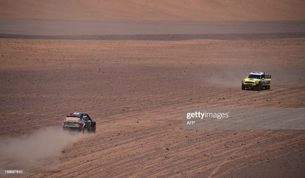 Mini's driver Nani Joan Roma (L) of Spain and BMW's driver Orlanda Terranova of Argentina compete in the Stage 13 of the 2013 Dakar Rally between Copiapo and La Serena, in Chile, on January 18, 2013. The rally is taking place in Peru, Argentina and Chile from January 5 to 20. AFP PHOTO / POOL