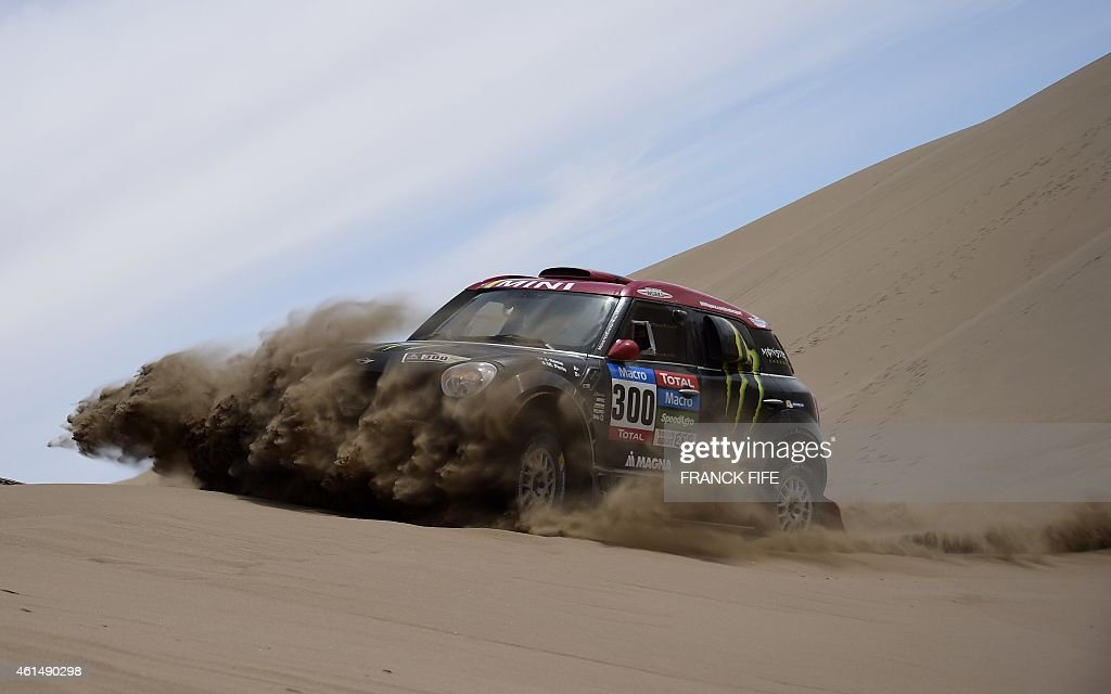 Mini's driver Nani Joan Roma of Spain and co-driver Michel Perin of France compete during the Stage 9 of the Dakar 2015 between Iquique and Calama, Chile, on January 13, 2015. AFP PHOTO / FRANCK FIFE