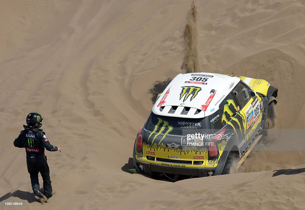 Mini's driver Nani Joan Roma of Spain is stuck in the sand during the Stage 6 of the Dakar 2013 between Arica and Calama, Chile, on January 10, 2013. The rally takes place in Peru, Argentina and Chile from January 5 to 20.