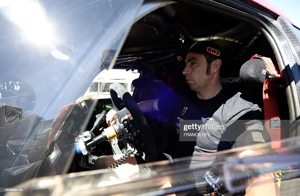 Mini's driver Nani Joan Roma of Spain waits in his car on a new day of technical and administrative checks in Buenos Aires on January 3, 2015 before the 2015 Dakar Rally holds the symbolic start in the Argentine capital today before participants race across Argentina, Chile and Bolivia in a two-week test of endurance. AFP PHOTO / FRANCK FIFE