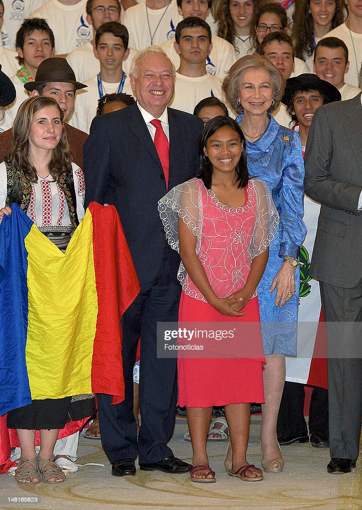 Spanish Royals Meet 'Ruta Quetzal BBVA 2012' Youth Group
