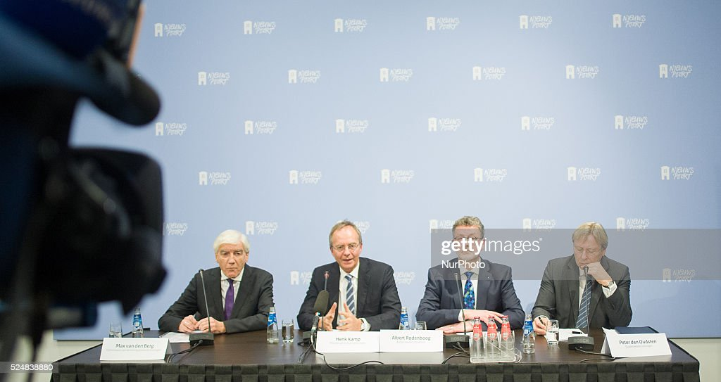 Minister of Economic Affairs Henk Camp held a press conference on February 9 2015 in The Hague Netherlands announcing a cap on gas extraction in the...
