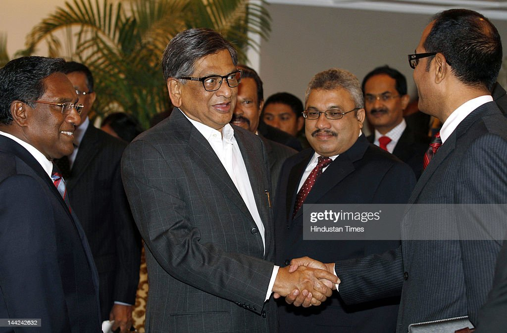 Minister of External Affairs S.M. Krishna (C) and Maldives President Mohamed Waheed (L) attend a meeting along with Maldives delegation at Taj Palace Hotel on May 12, 2012 in New Delhi, India. In his five day visit, Waheed will discuss the situation in the Maldives including possible early elections to end unrest that followed the controversial ouster of his predecessor Mohamed Nasheed.