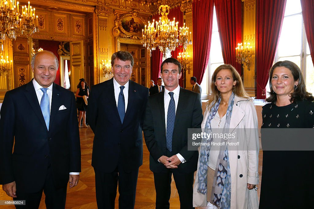 Minister of Foreign Affairs Laurent Fabius, Xavier Darcos, French Prime Minister Manuel Valls, his wife Anne gravoin and Laure Darcos attend Xavier Darcos receives 'L'Epee d'Academicien' in Paris on October 1, 2014 in Paris, France.