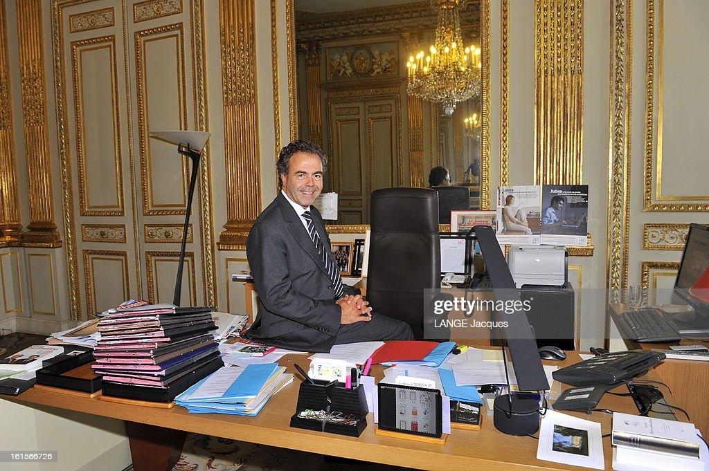 Minister Of National Education <a gi-track='captionPersonalityLinkClicked' href=/galleries/search?phrase=Luc+Chatel&family=editorial&specificpeople=4292995 ng-click='$event.stopPropagation()'>Luc Chatel</a>. Paris, 1er septembre 2011 : Luc CHATEL reçoit 'Paris Match' dans son ministère de l'Education nationale à l'occasion de la rentrée des classes : plan souriant de face, assis sur son bureau.