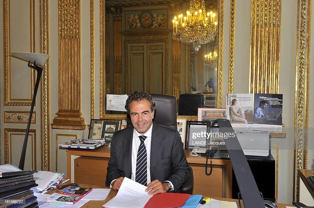 Minister Of National Education <a gi-track='captionPersonalityLinkClicked' href=/galleries/search?phrase=Luc+Chatel&family=editorial&specificpeople=4292995 ng-click='$event.stopPropagation()'>Luc Chatel</a>. Paris, 1er septembre 2011 : Luc CHATEL reçoit 'Paris Match' dans son ministère de l'Education nationale à l'occasion de la rentrée des classes : plan souriant de face, assis à son bureau.