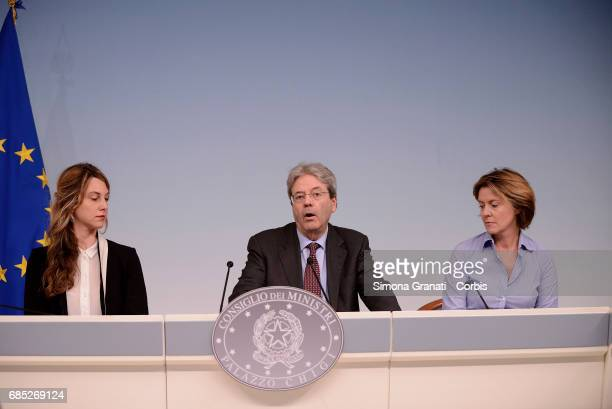 Minister of Public Administration Marianna Madia President of the Council Paolo Gentiloni and Minister of Health Beatrice Lorenzin during the press...