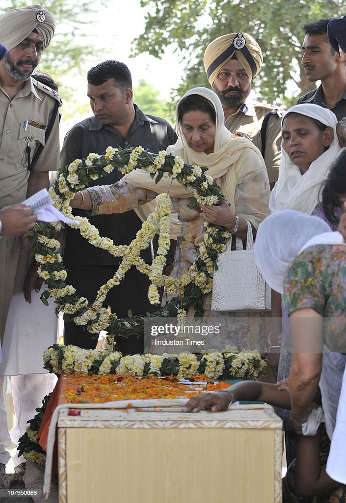 Minister of State for External Affairs Preneet Kaur laying wreath on the pyre of Sarabjit Singh during his cremation ceremony at his native village Bikhiwind on May 3, 2013 about 40 Kms from Amritsar, India. Sarabjit Singh, an Indian prisoner in Pakistan who died after being brutally assaulted in a Pakistani jail, was cremated in his native village with full state honours .