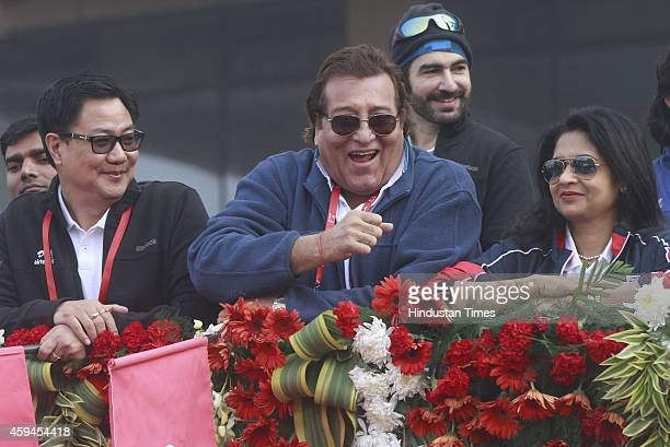 Minister of State for Home Affairs Kiren Rijiju and actorpolitician Vinod Khanna cheer the participants of Airtel Delhi Half Marathon 2014 on...