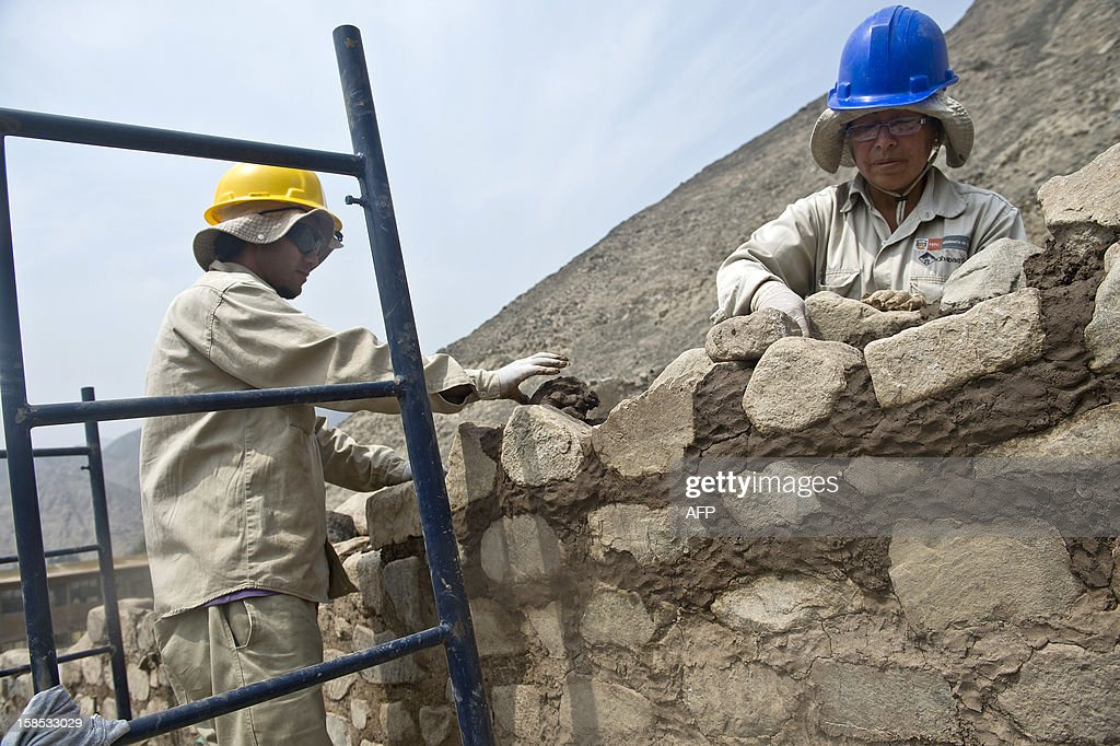 Ministry of Culture workers restore part of a wall of the Huaycan de Cieneguilla archaeological site, in Cieneguilla, 70 km east from Lima on December 12, 2012. A group of archaeologists have been working for five years in the recovery and preservation of the site.