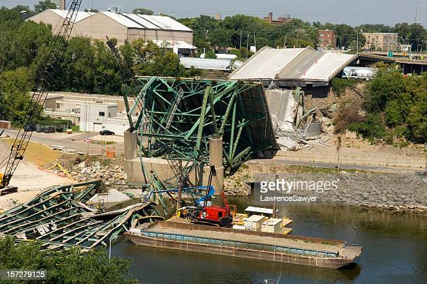 Minneapolis bridge collapse clean-up