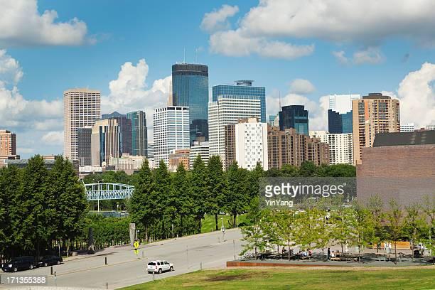 Skyline von Minneapolis mit Walker Art Center in den Vordergrund