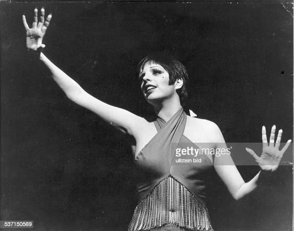 Minnelli Liza Schauspielerin Saengerin USA Halbportrait Szene aus dem Film 'Cabaret' Regie Bob Fosse USA 1972